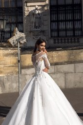 Wedding dresses Solana Collection  Luxurious Spirit  Silhouette  A Line  Color  Ivory  Neckline  Sweetheart  Bateau (Boat Neck)  Sleeves  Long Sleeves  Fitted  Train  With train - foto 4