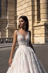 Wedding dresses Gwen-1 Collection  Luxurious Spirit  Silhouette  A Line  Color  Cappuccino  Ivory  Neckline  Sweetheart  Sleeves  Wide straps  Train  With train - foto 2