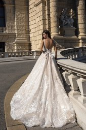 Wedding dresses Gwen-1 Collection  Luxurious Spirit  Silhouette  A Line  Color  Cappuccino  Ivory  Neckline  Sweetheart  Sleeves  Wide straps  Train  With train - foto 3