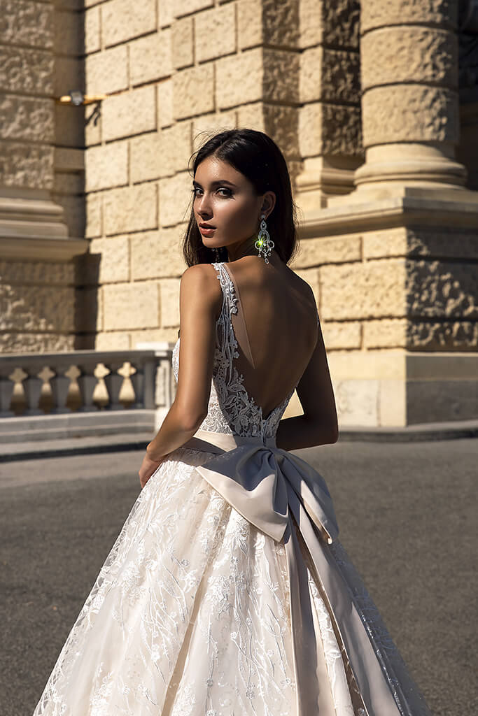 Wedding dresses Gwen-1 Collection  Luxurious Spirit  Silhouette  A Line  Color  Cappuccino  Ivory  Neckline  Sweetheart  Sleeves  Wide straps  Train  With train - foto 4