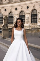 Wedding dresses Vienna Collection  Luxurious Spirit  Silhouette  A Line  Color  Ivory  Neckline  Straight  Sleeves  Wide straps  Train  With train - foto 3