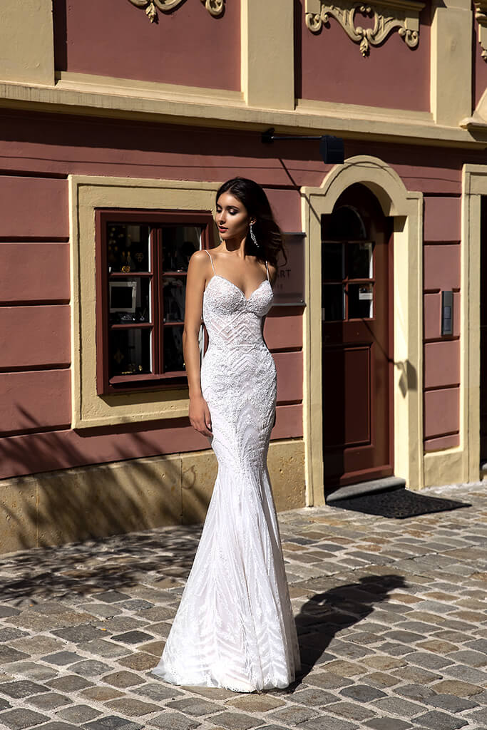 Wedding dresses Kaya Collection  Luxurious Spirit  Silhouette  Fitted  Color  Ivory  Neckline  Sweetheart  Sleeves  Spaghetti Straps  Train  No train - foto 3