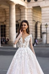 Wedding dresses Nuria Collection  Luxurious Spirit  Silhouette  A Line  Color  Cappuccino  Ivory  Neckline  Sweetheart  Portrait (V-neck)  Illusion  Sleeves  Set In  Long Sleeves  Train  With train - foto 2