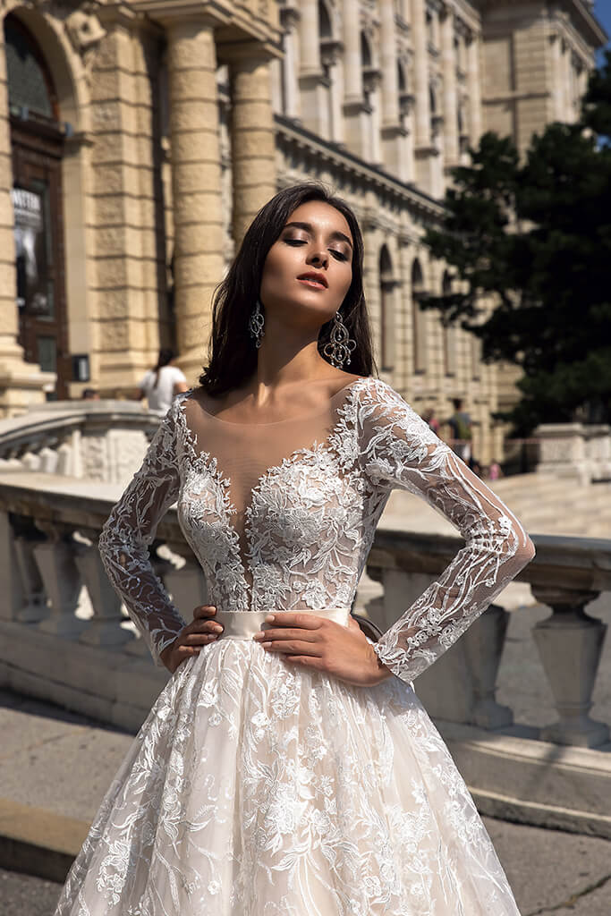 Wedding dresses Gwen Collection  Luxurious Spirit  Silhouette  A Line  Color  Cappuccino  Ivory  Neckline  Sweetheart  Sleeves  Long Sleeves  Fitted  Train  With train - foto 2