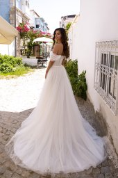 Wedding dresses Isabel Collection  Highlighted Glamour  Silhouette  A Line  Color  Ivory  Neckline  Sweetheart  Sleeves  Off the Shoulder Sleeves  Train  With train - foto 2