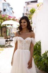 Wedding dresses Isabel Collection  Highlighted Glamour  Silhouette  A Line  Color  Ivory  Neckline  Sweetheart  Sleeves  Off the Shoulder Sleeves  Train  With train - foto 3