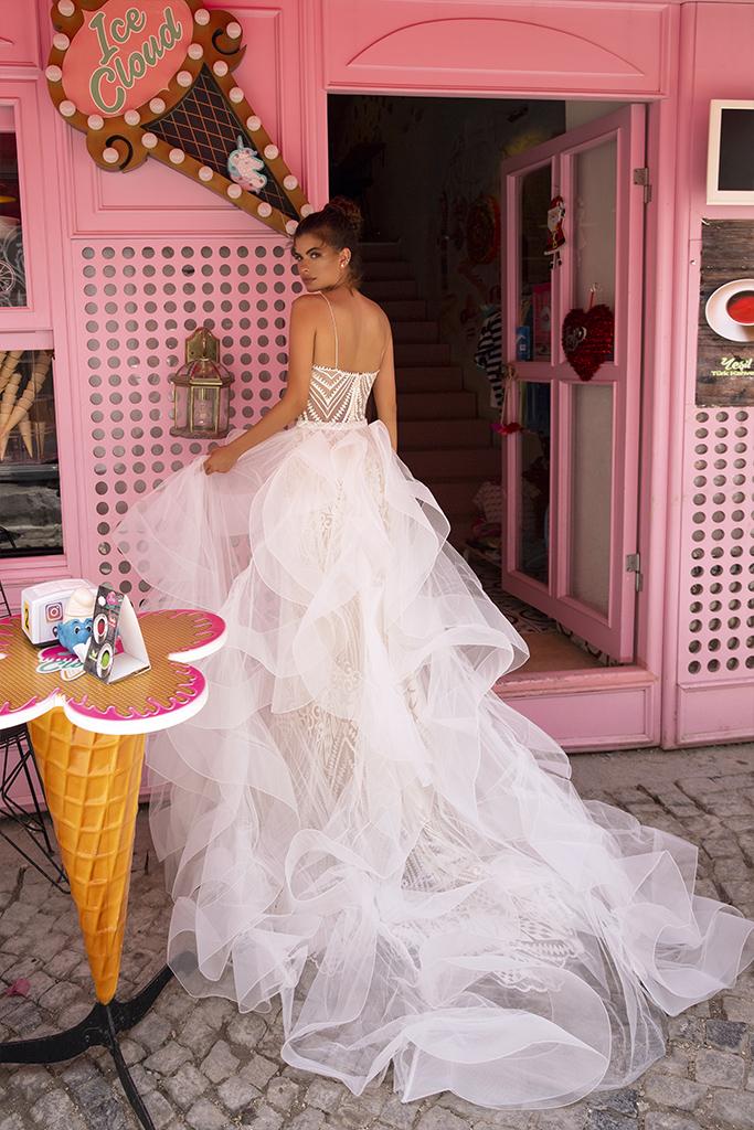 Свадебные платья Blair Коллекция  Highlighted Glamour  Силуэт  Облегающий  Цвет  Кремовиый  Вырез  Сердце  Рукава  Бретельки-спагетти  Шлейф  Съемный шлейф - Фото 2