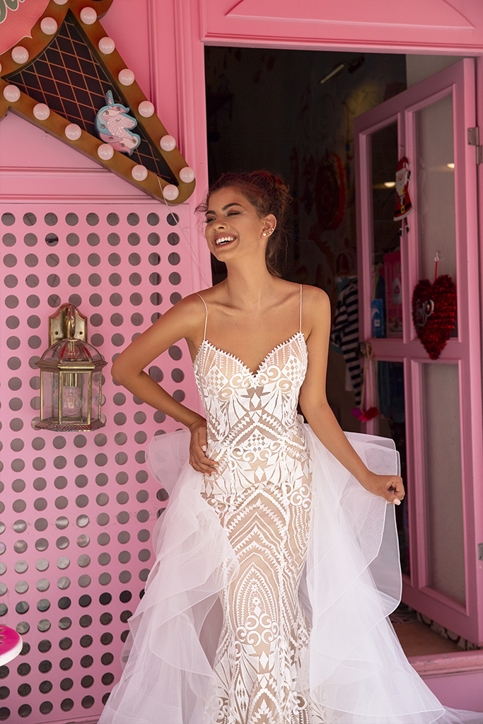 Wedding dresses Blair Collection  Highlighted Glamour  Silhouette  Fitted  Color  Ivory  Neckline  Sweetheart  Sleeves  Spaghetti Straps  Train  Detachable train - foto 3