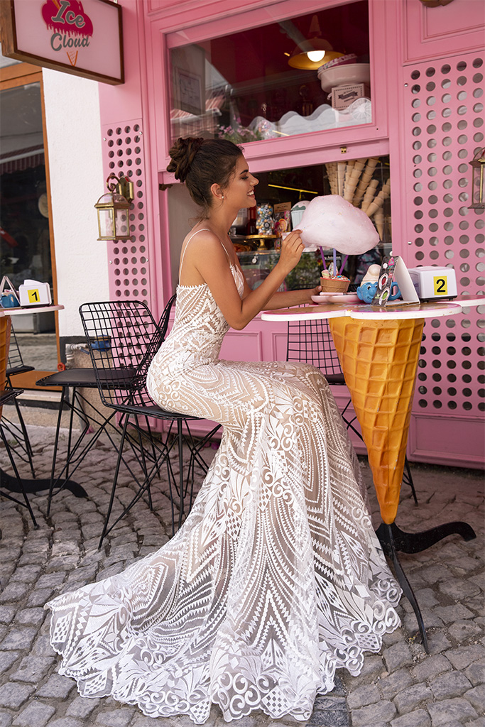 Wedding dresses Blair Collection  Highlighted Glamour  Silhouette  Fitted  Color  Ivory  Neckline  Sweetheart  Sleeves  Spaghetti Straps  Train  Detachable train - foto 7