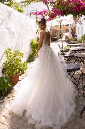Wedding dresses Teresia Collection  Highlighted Glamour  Silhouette  Fitted  Color  Silver  Ivory  Neckline  Illusion  Sleeves  Sleeveless  Train  Detachable train - foto 2