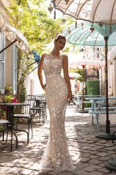 Wedding dresses Teresia Collection  Highlighted Glamour  Silhouette  Fitted  Color  Silver  Ivory  Neckline  Illusion  Sleeves  Sleeveless  Train  Detachable train - foto 4
