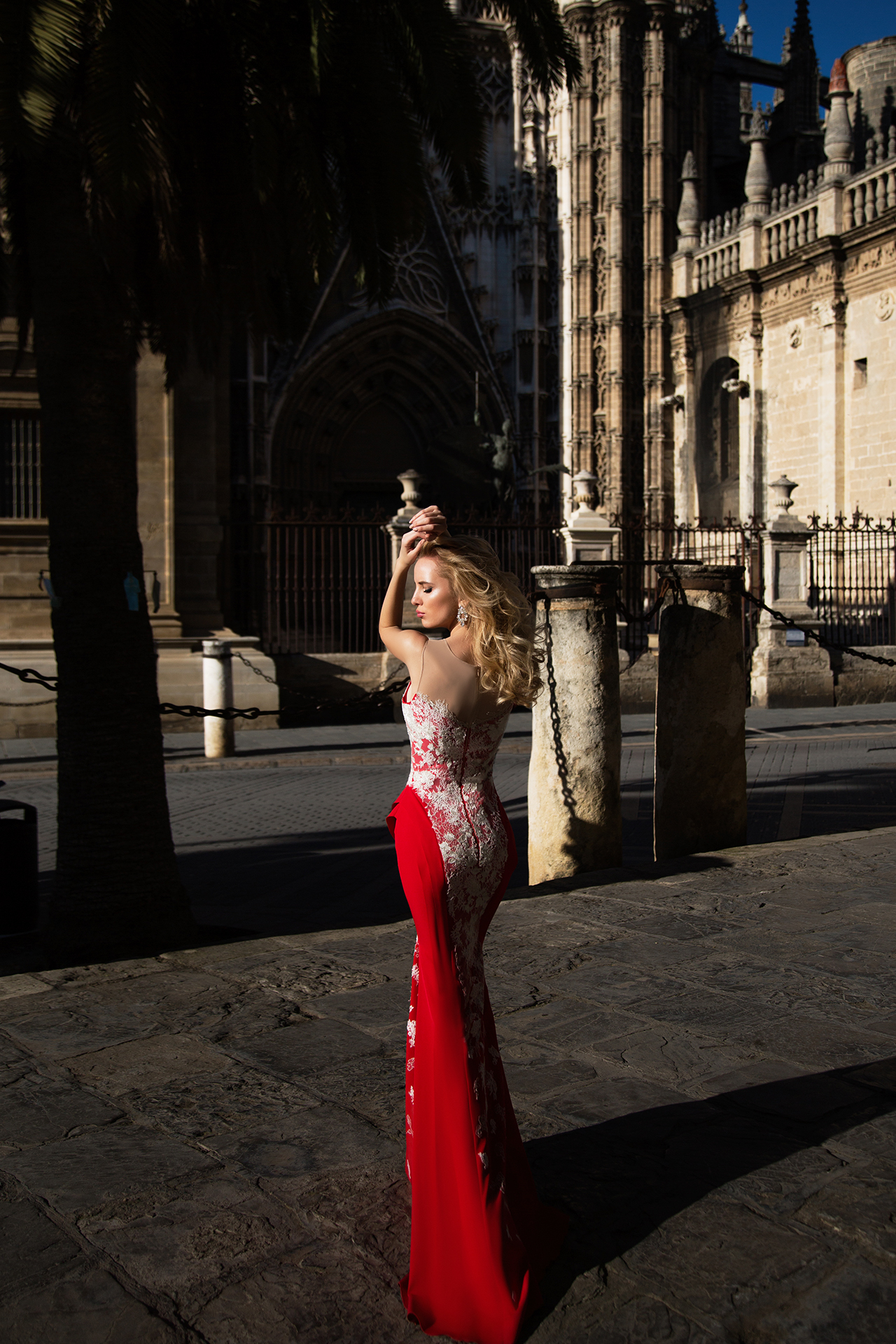 Evening Dresses 922 Silhouette  Fitted  Color  Red  Neckline  Sweetheart  Sleeves  Sleeveless  Illusion Straps  Train  With train - foto 2