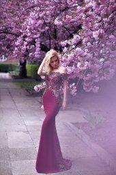 Вечерние Платья 1077 Силуэт  Облегающий  Цвет  Бордо  Вырез  Прямой  Рукава  Приспущенный  Шлейф  Со шлейфом - Фото 3