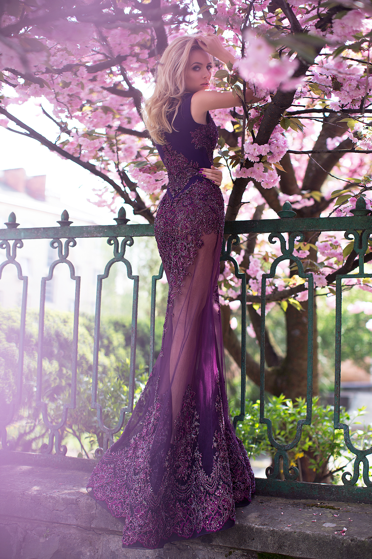 Evening Dresses 1112 Silhouette  Fitted  Color  Violet  Neckline  Bateau (Boat Neck)  Sleeves  Wide straps  Train  No train - foto 3