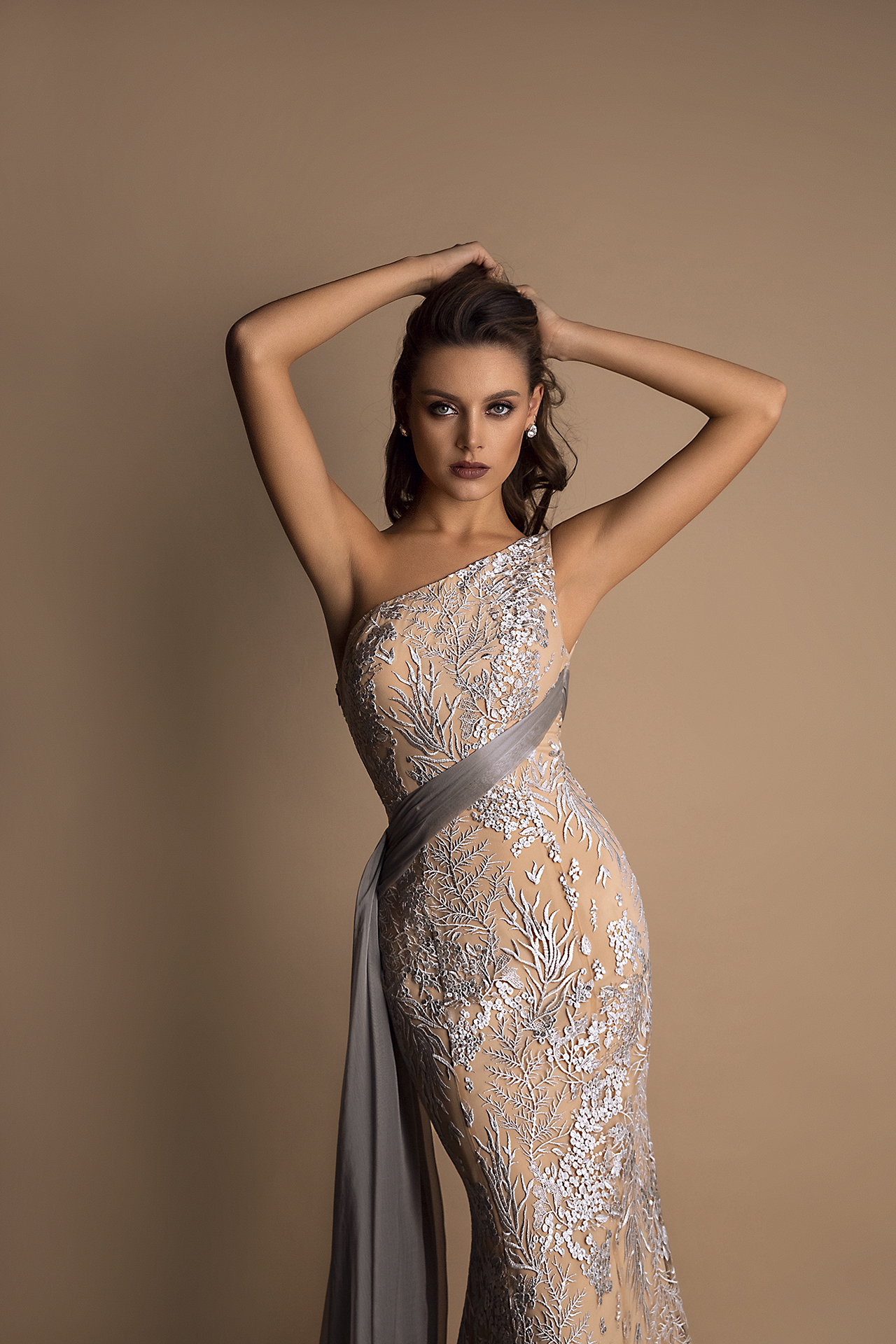 Evening Dresses 1481 Silhouette  Fitted  Color  Gold  Sleeves  One Shoulder  Train  With train - foto 2