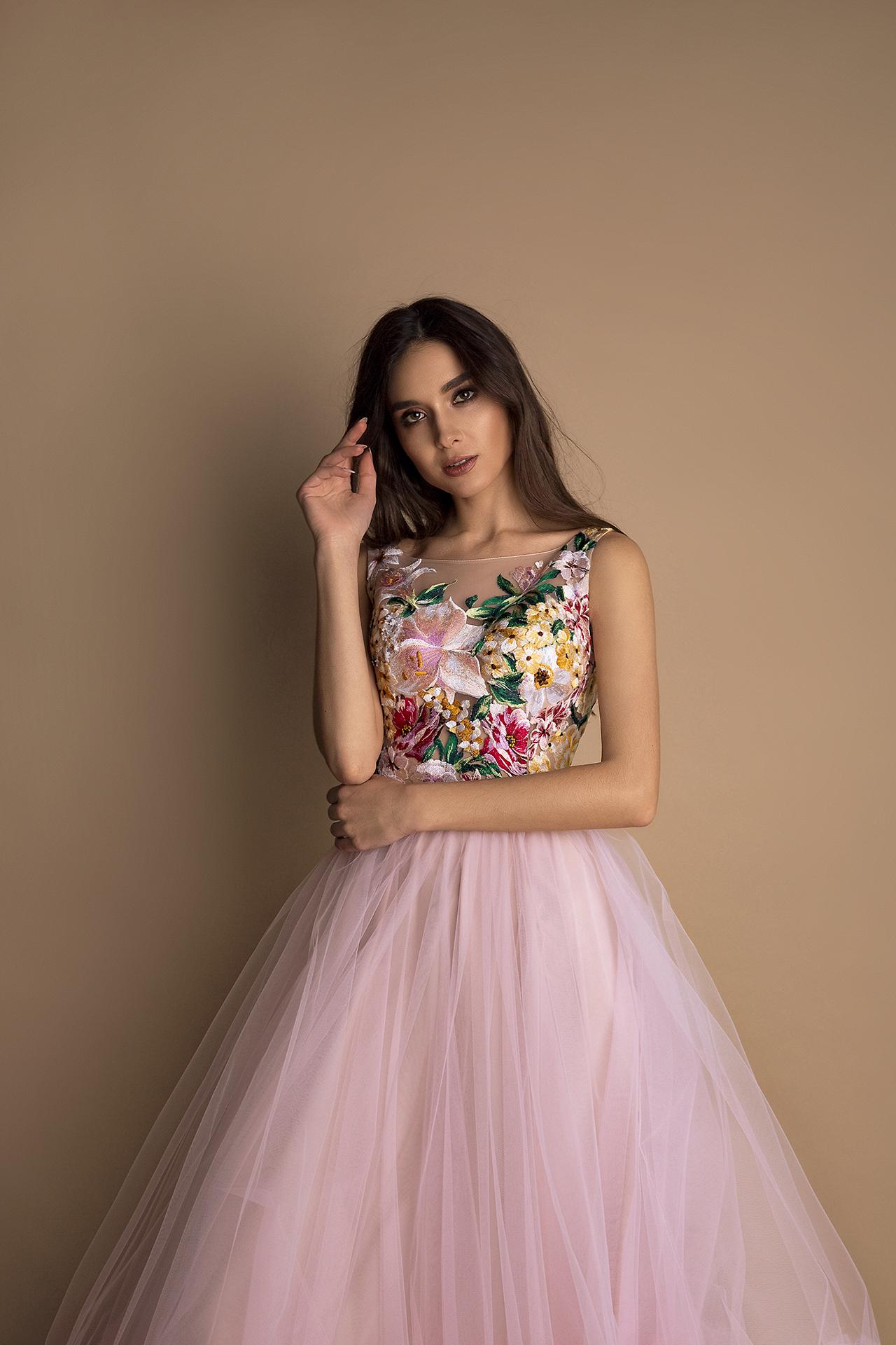 Evening Dresses 1599 Silhouette  A Line  Color  Pink  Neckline  Portrait (V-neck)  Sleeves  Wide straps  Train  No train - foto 2
