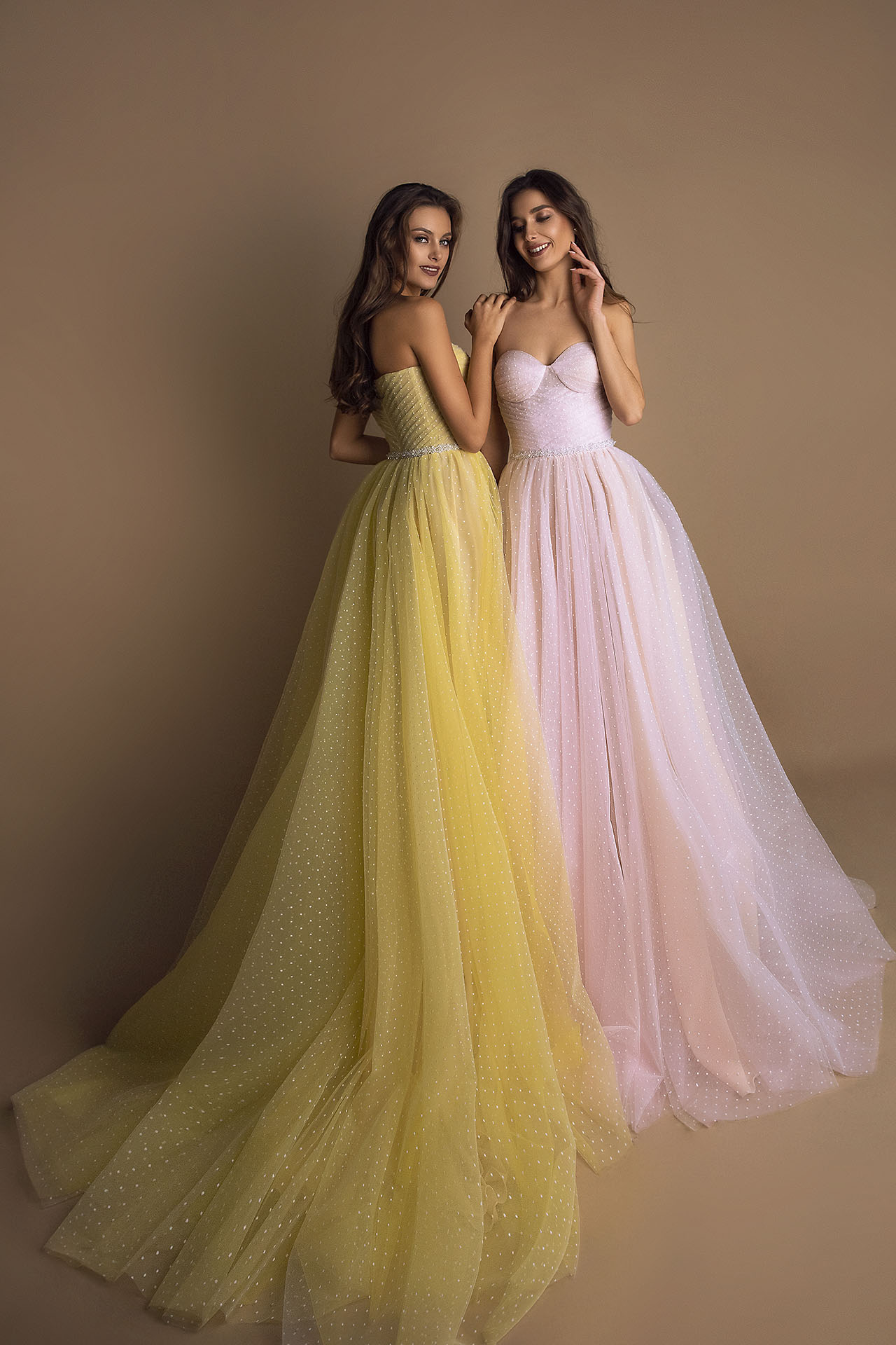 Evening Dresses 1605 Silhouette  A Line  Color  Pink  Yellow  Neckline  Sweetheart  Sleeves  Off the Shoulder Sleeves  Train  No train - foto 2