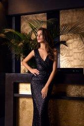 Sukienki Wieczorowe 1474 Sylwetka  Dopasowana sukienka   Kolor  Black  Dekolt  Portret (dekolt w serek)  Rękawy  Szerokie ramiączka  Flex  Bez trenu - foto 2