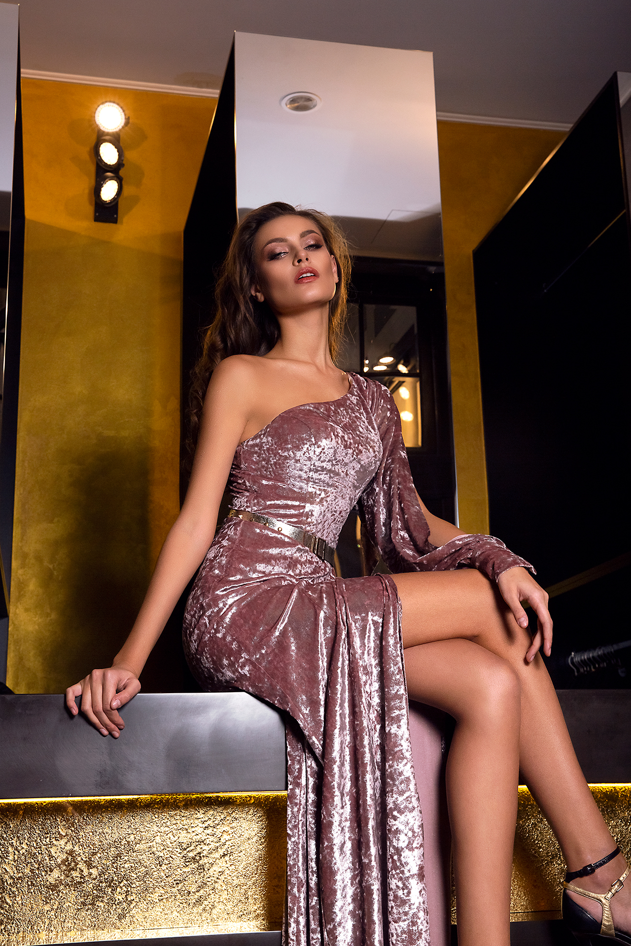 Evening Dresses 1480 Silhouette  Sheath  Color  Cappuccino  Sleeves  One Shoulder  Long Sleeves - foto 3
