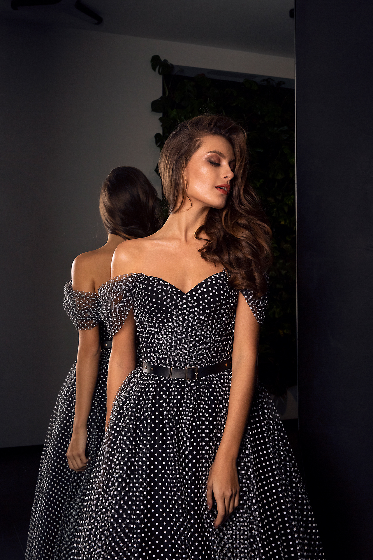 Evening Dresses 1542 Silhouette  A Line  Color  Black  Neckline  Sweetheart  Sleeves  Wide straps  Off the Shoulder Sleeves - foto 2