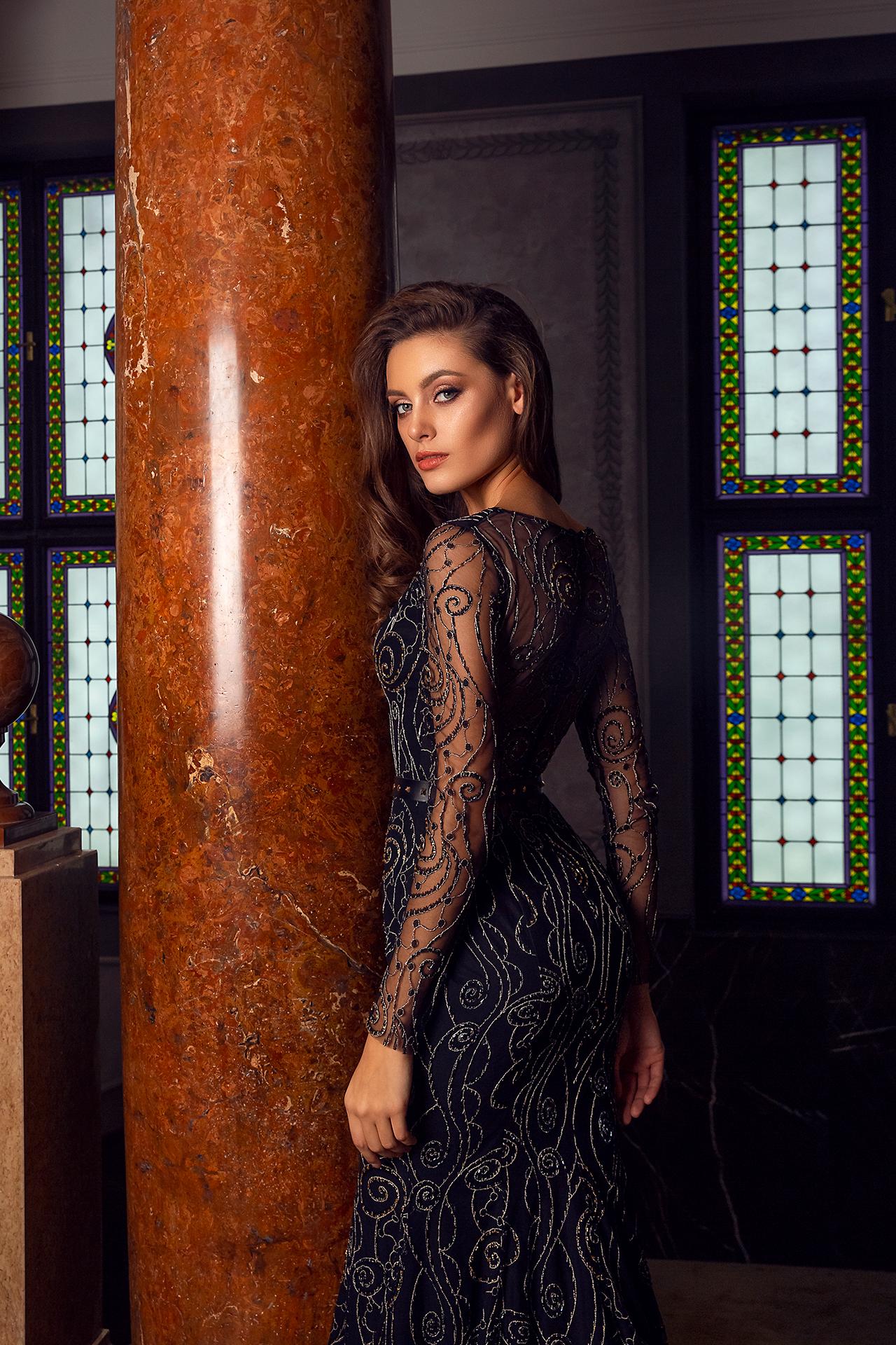 Abendkleider 1487 Silhouette  Tailliertes Kleid  Farbe  Black   Ausschnitt  Porträt (V-Ausschnitt)  Ärmel  lange Ärmel  talliert - foto 4