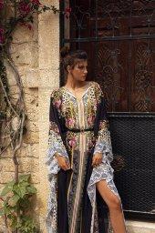KY Atelier 1736 Kolekcja  Rainbow  Sylwetka  Balowa suknia   Kolor  Różnokolorowy  Dekolt  Portret (dekolt w serek)  Rękawy  Dzwonek - foto 3