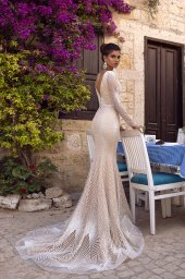 Wedding dresses Asteria Collection  Highlighted Glamour  Silhouette  Fitted  Color  Silver  Ivory  Neckline  Scoop  Portrait (V-neck)  Sleeves  Long Sleeves  Fitted  Train  With train - foto 3
