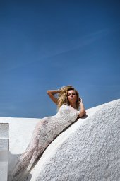 KY Atelier 1118 Collection  Santorini  Silhouette  Fitted  Color  Ivory  Neckline  Bateau (Boat Neck)  Sleeves  Petal - foto 4