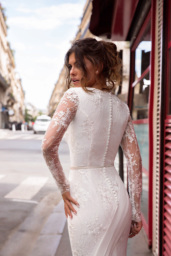 Wedding dresses Sabina Collection  L`arome de Paris  Silhouette  Fitted  Color  Ivory  Neckline  Portrait (V-neck)  Sleeves  Long Sleeves  Fitted  Train  With train - foto 2