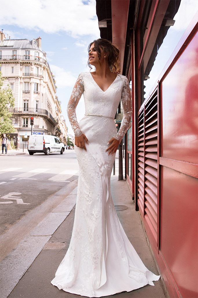 Wedding dresses Sabina Collection  L`arome de Paris  Silhouette  Fitted  Color  Ivory  Neckline  Portrait (V-neck)  Sleeves  Long Sleeves  Fitted  Train  With train - foto 3