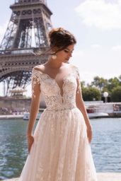 Wedding dresses Virginia Collection  L`arome de Paris  Silhouette  A Line  Color  Ivory  Neckline  Portrait (V-neck)  Sleeves  Long Sleeves  Fitted  Train  With train - foto 2