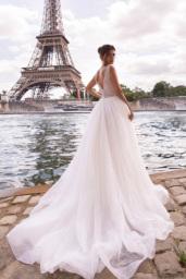 Wedding dresses Odri Collection  L`arome de Paris  Silhouette  A Line  Color  Ivory  Neckline  Portrait (V-neck)  Sleeves  Wide straps  Train  With train - foto 4