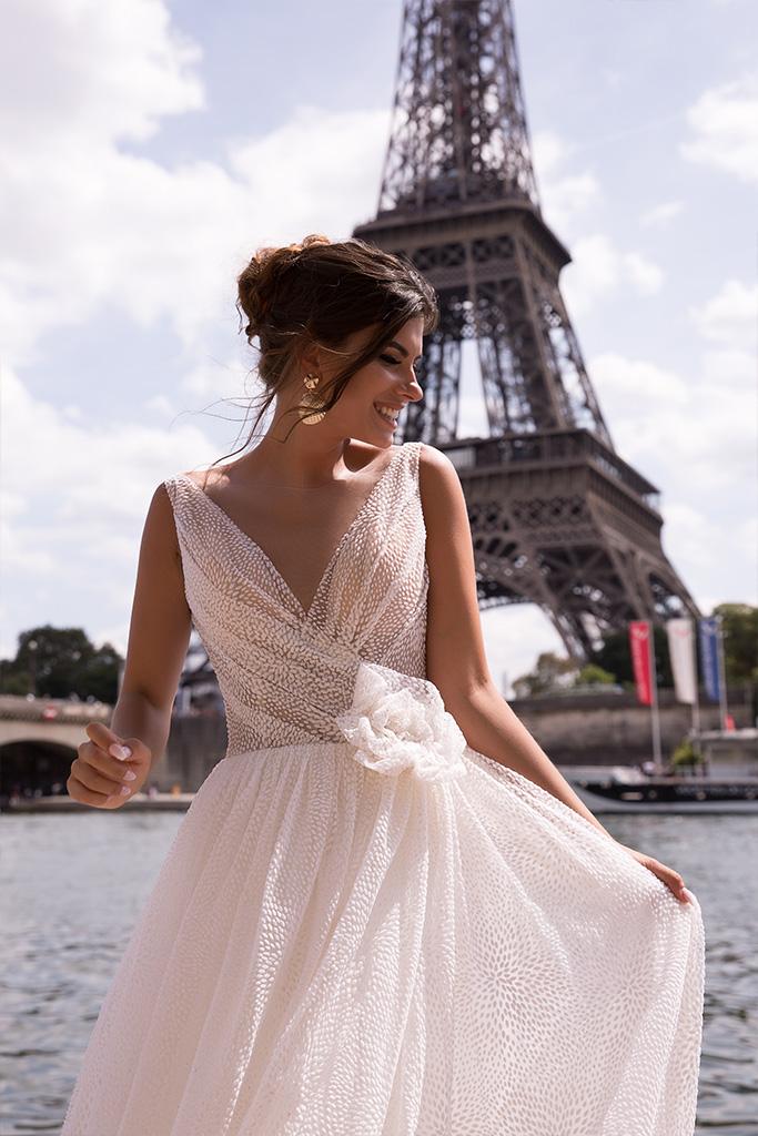 Wedding dresses Odri Collection  L`arome de Paris  Silhouette  A Line  Color  Ivory  Neckline  Portrait (V-neck)  Sleeves  Wide straps  Train  With train - foto 3