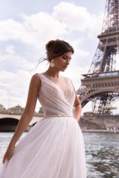 Wedding dresses Odri Collection  L`arome de Paris  Silhouette  A Line  Color  Ivory  Neckline  Portrait (V-neck)  Sleeves  Wide straps  Train  With train - foto 2