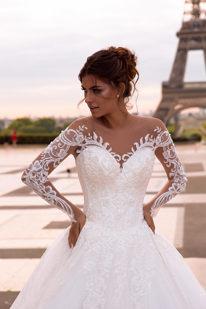 Wedding dresses Regina Collection  L`arome de Paris  Silhouette  A Line  Color  Ivory  Neckline  Sweetheart  Sleeves  Off the Shoulder Sleeves  Long Sleeves  Fitted  Train  With train - foto 2