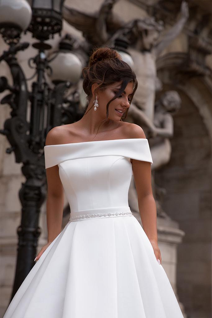Suknie ślubne Evis-1 Kolekcja  L`arome de Paris  Sylwetka  Balowa suknia   Kolor  Kremowy  Dekolt  Prosty  Rękawy  Szerokie ramiączka  Opuszczony  Flex  Z trenem - foto 2