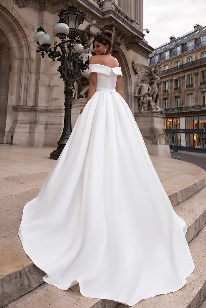 Suknie ślubne Evis-1 Kolekcja  L`arome de Paris  Sylwetka  Balowa suknia   Kolor  Kremowy  Dekolt  Prosty  Rękawy  Szerokie ramiączka  Opuszczony  Flex  Z trenem - foto 3