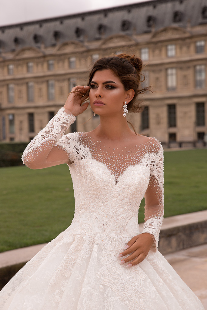 Wedding dresses Eloise Collection  L`arome de Paris  Silhouette  Ball Gown  Color  Ivory  Neckline  Sweetheart  Illusion  Sleeves  Long Sleeves  Fitted  Train  With train - foto 2