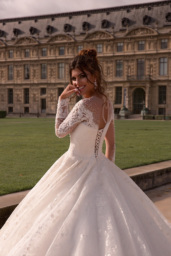 Wedding dresses Eloise Collection  L`arome de Paris  Silhouette  Ball Gown  Color  Ivory  Neckline  Sweetheart  Illusion  Sleeves  Long Sleeves  Fitted  Train  With train - foto 3