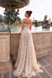 Wedding dresses Waris Collection  L`arome de Paris  Silhouette  A Line  Color  Silver  Ivory  Neckline  Sweetheart  Sleeves  Spaghetti Straps  Train  With train - foto 3