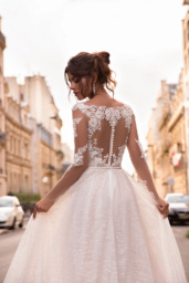 Wedding dresses Margaret Collection  L`arome de Paris  Silhouette  A Line  Color  Ivory  Neckline  Portrait (V-neck)  Illusion  Sleeves  Long Sleeves  Fitted  Train  With train - foto 4