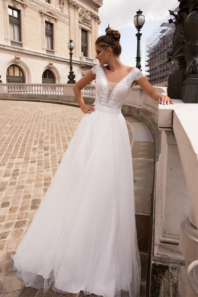 Suknie ślubne Brooklyn Kolekcja  L`arome de Paris  Sylwetka  Balowa suknia   Kolor  Kremowy  Dekolt  Portret (dekolt w serek)  Rękawy  Szerokie ramiączka  Flex  Z trenem - foto 2