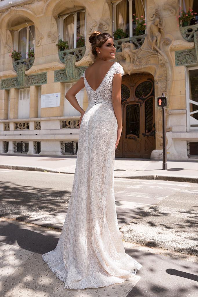 Wedding dresses Brook Collection  L`arome de Paris  Silhouette  Sheath  Color  Ivory  Neckline  Portrait (V-neck)  Sleeves  Wide straps  Train  With train - foto 3