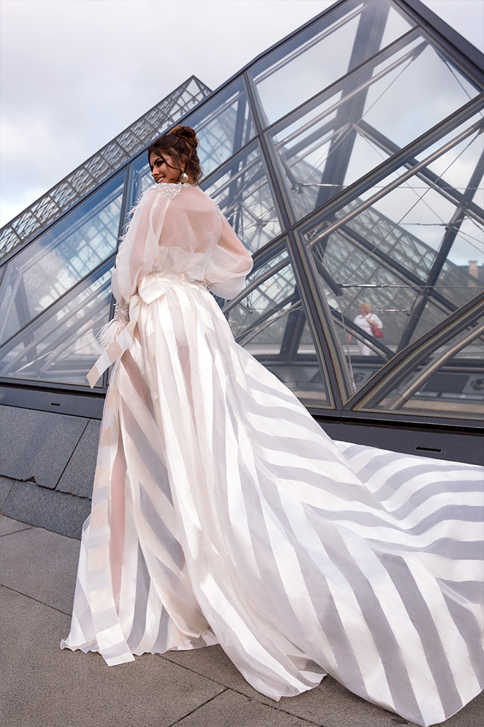 Wedding dresses Tayler-1 Collection  L`arome de Paris  Silhouette  A Line  Color  Ivory  Neckline  Jewel  Sleeves  Long Sleeves  Juliet  Train  With train - foto 4