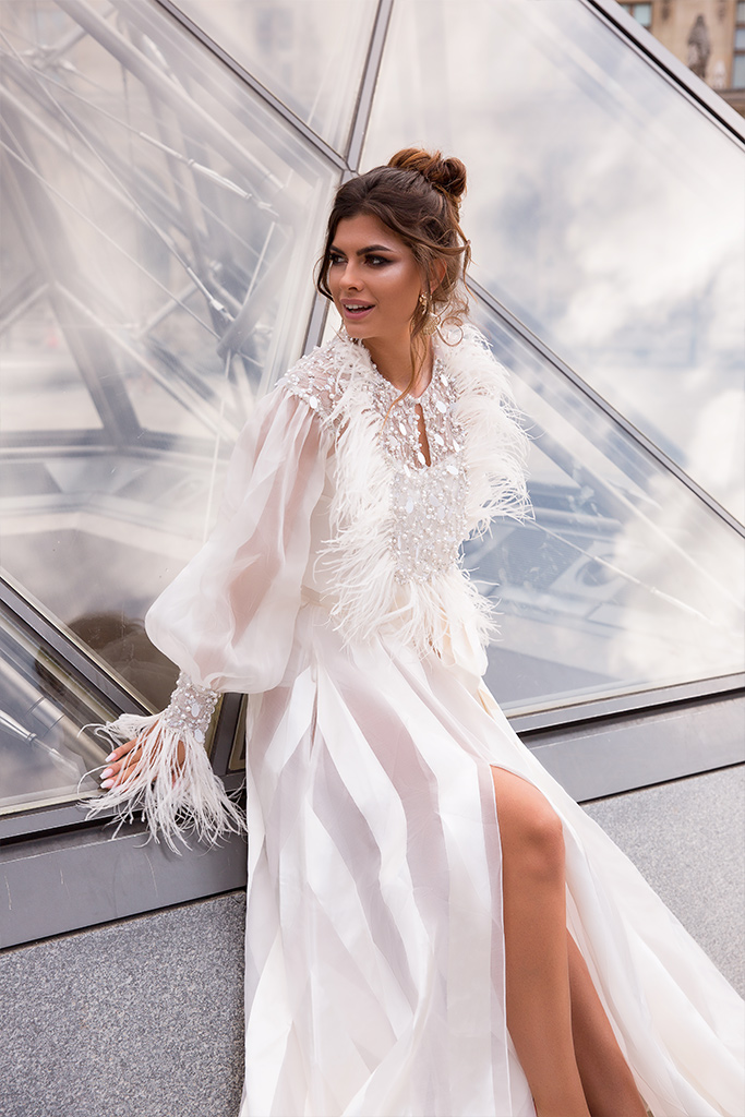 Wedding dresses Tayler-1 Collection  L`arome de Paris  Silhouette  A Line  Color  Ivory  Neckline  Jewel  Sleeves  Long Sleeves  Juliet  Train  With train - foto 3