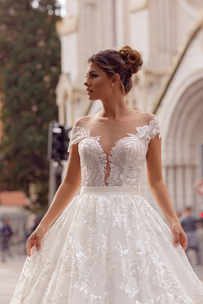 Wedding dresses Rachel Collection  Côte d'Azur  Silhouette  A Line  Color  Blush  Ivory  Neckline  Portrait (V-neck)  Sleeves  Wide straps  Off the Shoulder Sleeves  Train  With train - foto 2