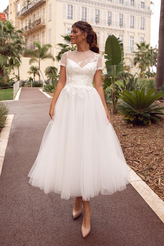 Wedding dresses Sharon Collection  Côte d'Azur  Silhouette  Mini  A Line  Color  Ivory  Neckline  Bateau (Boat Neck)  Sleeves  T-Shirt  Train  No train - foto 3