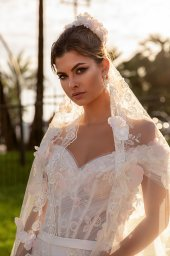 Wedding dresses Cyntia Collection  Côte d'Azur  Silhouette  A Line  Color  Ivory  Neckline  Sweetheart  Sleeves  Wide straps  Off the Shoulder Sleeves  Train  With train - foto 2