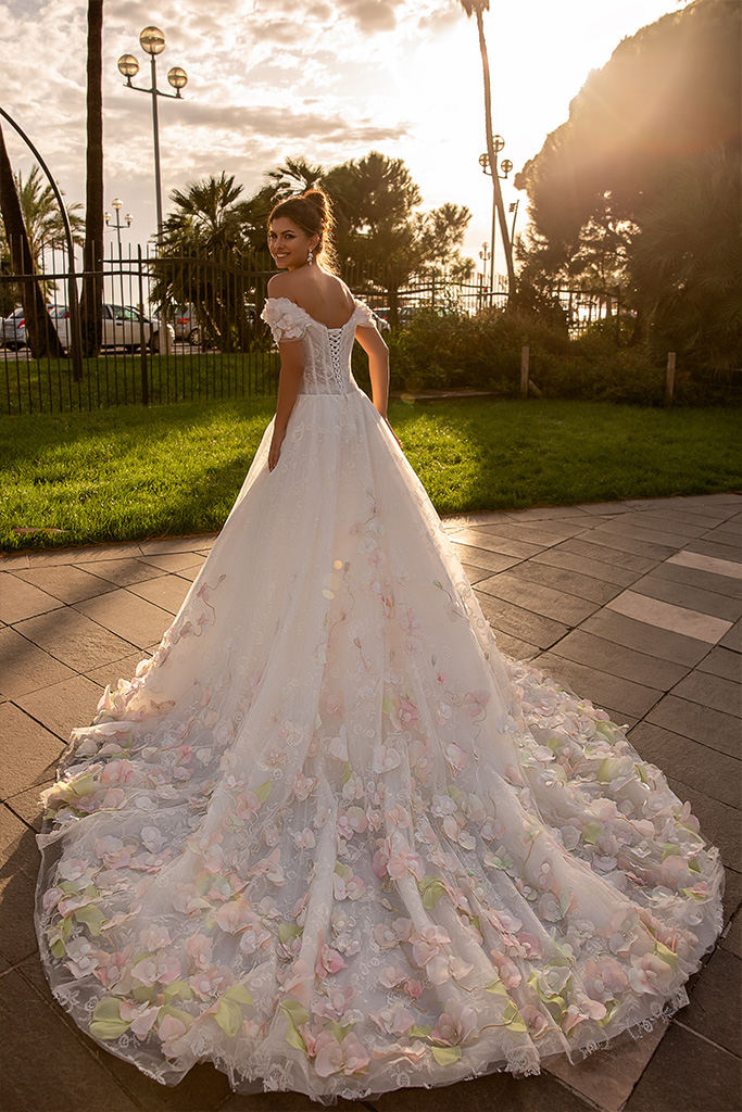 Wedding dresses Cyntia Collection  Côte d'Azur  Silhouette  A Line  Color  Ivory  Neckline  Sweetheart  Sleeves  Wide straps  Off the Shoulder Sleeves  Train  With train - foto 3