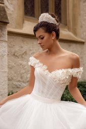 Wedding dresses Falily Collection  Côte d'Azur  Silhouette  A Line  Color  Ivory  Neckline  Sweetheart  Sleeves  Wide straps  Off the Shoulder Sleeves  Train  With train - foto 2